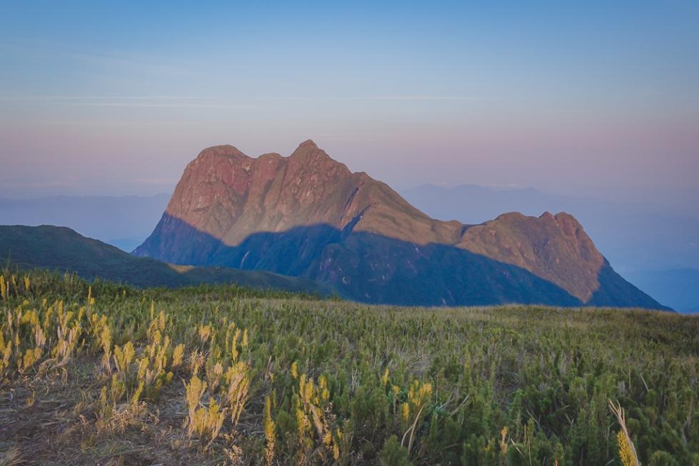 Vista para o Pico Paraná do Pico Itapiroca.