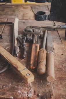Algumas ferramentas utilizadas na construção dos móveis internos da Kombi Beatriz.