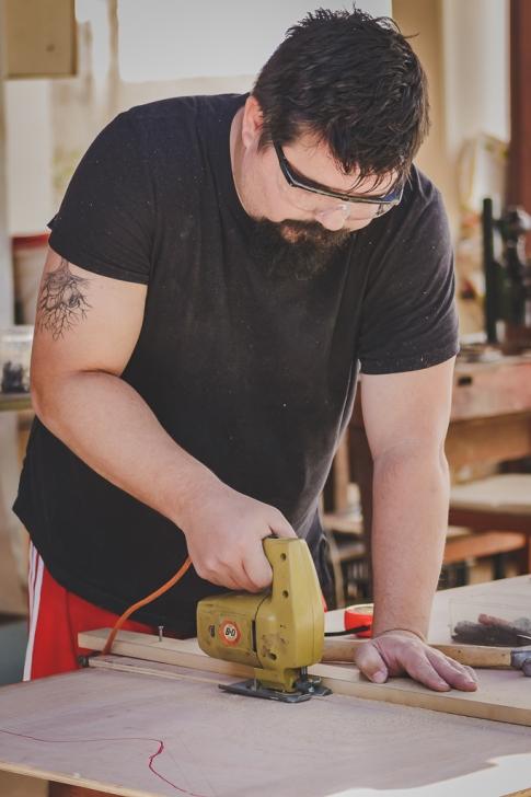 Corte de peças para a construção dos móveis da Kombi Beatriz.