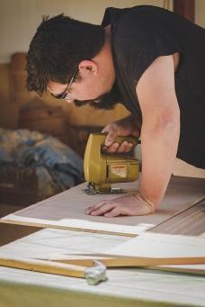 Detalhe do corte de peças dos móveis.